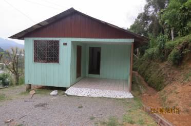 Casas - Casa de Madeira Com 4 Dormitorios