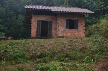 Casas - Casa Inacabada Com Grande Terreno.