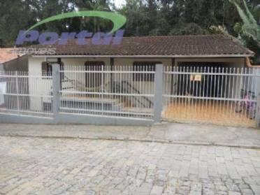 Casas - Uma Casa de Alvenaria na Parte T�rrea,  Com 01 Su�te, 02 Quartos e 01 Vaga