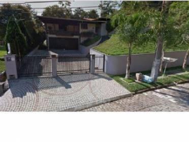 Casa no Bairro Itoupava Seca, com 05 dormitórios (01 suíte), 03 vagas de ga