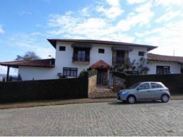 Excelente casa no bairro Ponta Aguda, contendo 4 su�tes e demais depend�nci