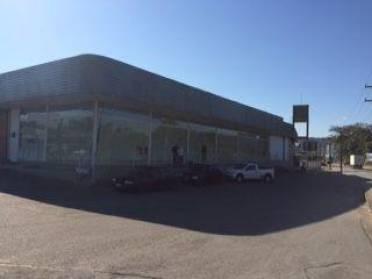 Salas - Ampla Sala Comercial na Rodovia Ivo Silveira