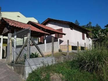 Casas - Casa de Madeira - Bairro: Azambuja Casa