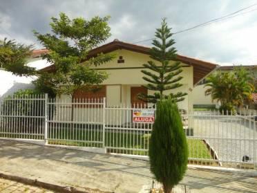 Casas - Ampla Casa Com �tima Localiza��o no Bairro Maluche Casa