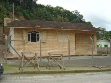 Casas - Ampla Casa Mista - Bairro Souza Cruz