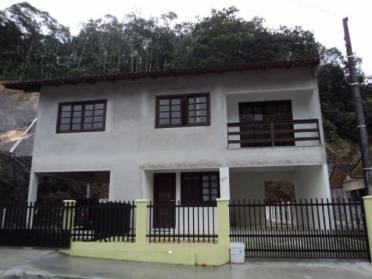 Casas - Ampla Casa no Piso Superior Com Entrada e Medidores Individuais no Bairro: