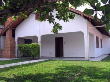 JGoedert Imóveis oferece - Casa quadra do mar, Gravatá, Navegantes