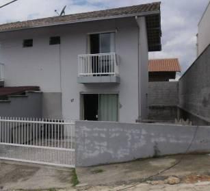 Casas - Casa Geminada  Com Cozinha Semi-mobiliada na S�o Pedro Brusque