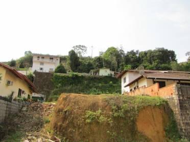 Apartamentos - Terreno Com �tima Localiza��o