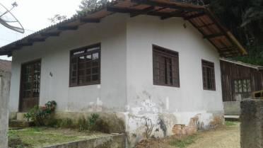 Casas - Casa na Primeiro de Maio