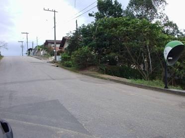 Terrenos - Terreno em Rua Asfaltada - Acesso ao Brushal