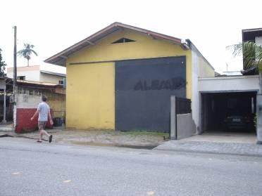 Galpãos - Galpão 70 m2 em Rua Principal do Bairro