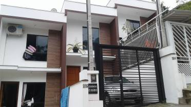 Casas - Sobrado na Ponta Russa Com Cozinha Sob Medida