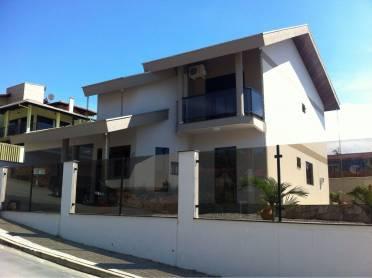 Casa de Alto Padr�o - Semi Mobiliada
