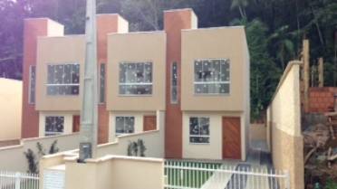 Casas - Linda Casa Com Amplo Terreno