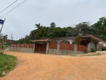Terreno com 660 m2 com uma casa de 240 m2